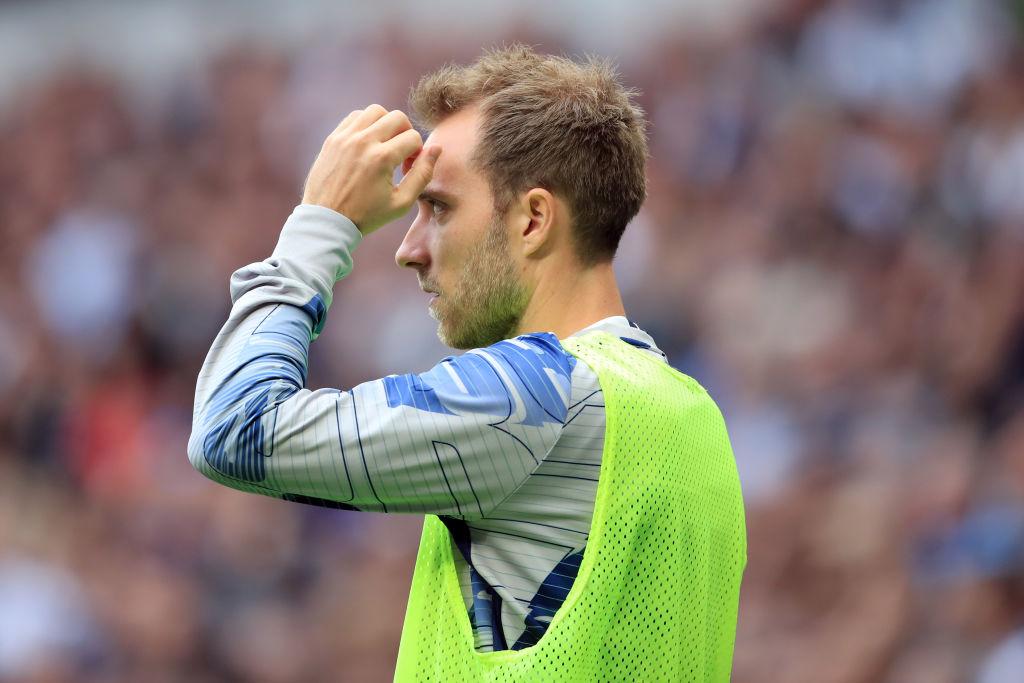 Christian Eriksen for Tottenham varmer op inden kampen mod Aston Villa