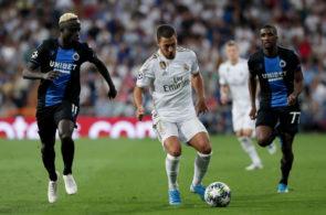 Eden Hazard fører bolden frem