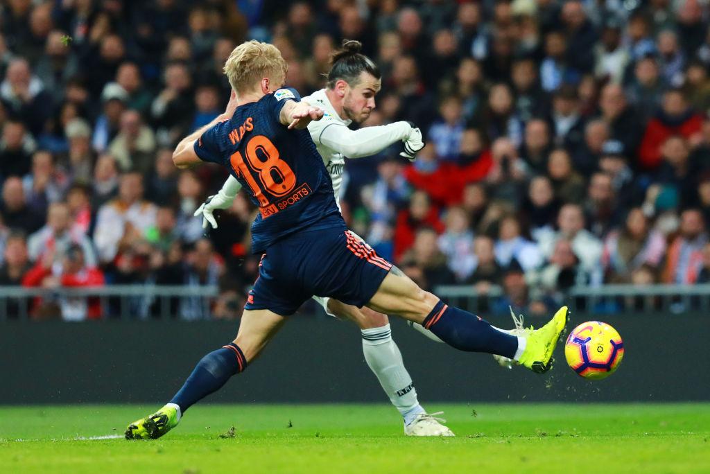 Daniel Wass, Gareth Bale