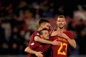 Gregoire Defrel with his teammates of AS Roma celebrate during the serie A match between AS Roma and Benevento Calcio at Stadio Olimpico on February 11, 2018 in Rome, Italy. (Photo by Paolo Bruno/Getty Images)