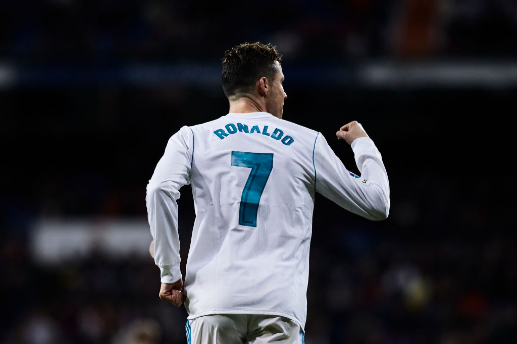 los angeles f3613 a5f5a Video: How to change Ronaldo's Real Madrid shirt into a ...