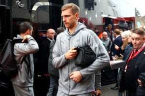 Mertesacker prefers to end career on the bench