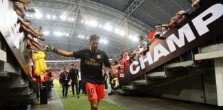 SINGAPORE - JULY 28: Gianluigi Buffon of Paris Saint Germain walks back to the dressing room after warm up ahead of the International Champions Cup match between Arsenal and Paris Saint Germain at the National Stadium on July 28, 2018 in Singapore. (Photo by Suhaimi Abdullah/Getty Images for ICC)