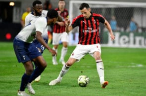 MINNEAPOLIS, MN - JULY 31: Nikola Kalinic #7 of AC Milan advances the ball past Georges-Kévin N'Koudou #14 of the Tottenham Hotspur during the second half of the International Champions Cup 2018 match at U.S. Bank Stadium on July 31, 2018 in Minneapolis, Minnesota. (Photo by Jules Ameel/Getty Images)