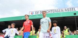 DROCHTERSEN, GERMANY - AUGUST 18: Joshua KimmichÊof Muenchen is escorted out onto the pitch during the DFB Cup first round match between SV Drochtersen-Assel and Bayern Muenchen on August 18, 2018 in Drochtersen, Germany. (Photo by Stuart Franklin/Bongarts/Getty Images)