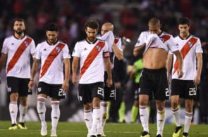BUENOS AIRES, ARGENTINA - AUGUST 25: Players of River Plate leave the field after the first half during a match between River Plate and Argentinos Juniors as part of Superliga Argentina 2018/2019 at Estadio Monumental Antonio Vespucio Liberti on August 25, 2018 in Buenos Aires, Argentina. (Photo by Marcelo Endelli/Getty Images)