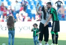 REGGIO NELL'EMILIA, ITALY - MAY 21: Alberto Aquilani of US Sassuolo Calcio (R) takes a selfie with his wife Michela Quattrociocche at the end of the Serie A match between US Sassuolo and Cagliari Calcio at Mapei Stadium - Citta' del Tricolore on May 21, 2017 in Reggio nell'Emilia, Italy. (Photo by Emilio Andreoli/Getty Images)