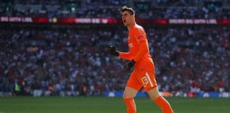 LONDON, ENGLAND - MAY 19: Chelsea goalkeeper Thibaut Courtois celebrates during The Emirates FA Cup Final between Chelsea and Manchester United at Wembley Stadium on May 19, 2018 in London, England. (Photo by Catherine Ivill/Getty Images)