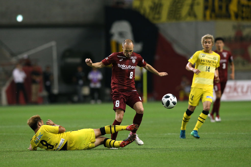 KOBE, JAPAN - JULY 28: (EDITORIAL USE ONLY) Andres Iniesta of Vissel Kobe is tackled by Kei Koizumi of Kashiwa Reysol during the J.League J1 match between Vissel Kobe and Kashiwa Reysol at Noevir Stadium Kobe on July 28, 2018 in Kobe, Hyogo, Japan. (Photo by Buddhika Weerasinghe/Getty Images)