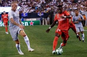 EAST RUTHERFORD, NJ - AUGUST 7: Rick Karsdorp #2 of Roma defends Vinicius Junior #28 of Real Madrid during their match at MetLife Stadium on August 7, 2018 in East Rutherford, New Jersey. (Photo by Jeff Zelevansky/Getty Images)