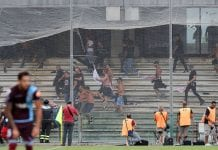 SALERNO, ITALY - AUGUST 25: A brawl in the US Citta di Palermo's stand during the Serie B match between US Salernitana and US Citta di Palermo on August 25, 2018 in Salerno, Italy. (Photo by Francesco Pecoraro/Getty Images)