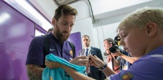 VALLADOLID, SPAIN - AUGUST 25: Lionel Messi of Barcelona gives an autograph to a child on arrival at the stadium prior the La Liga match between Real Valladolid CF and FC Barcelona at Jose Zorrilla on August 25, 2018 in Valladolid, Spain. (Photo by Octavio Passos/Getty Images)
