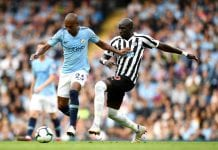 MANCHESTER, ENGLAND - SEPTEMBER 01: Fernandinho of Manchester City is challenged by Mohamed Diame of Newcastle United during the Premier League match between Manchester City and Newcastle United at Etihad Stadium on September 1, 2018 in Manchester, United Kingdom. (Photo by Clive Mason/Getty Images)