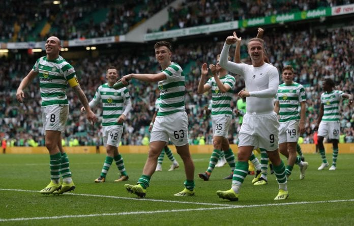GLASGOW, SCOTLAND - SEPTEMBER 02: Celtic players celebrate at full time during the Scottish Premier League between Celtic and Rangers at Celtic Park Stadium on September 2, 2018 in Glasgow, Scotland. (Photo by Ian MacNicol/Getty Images)