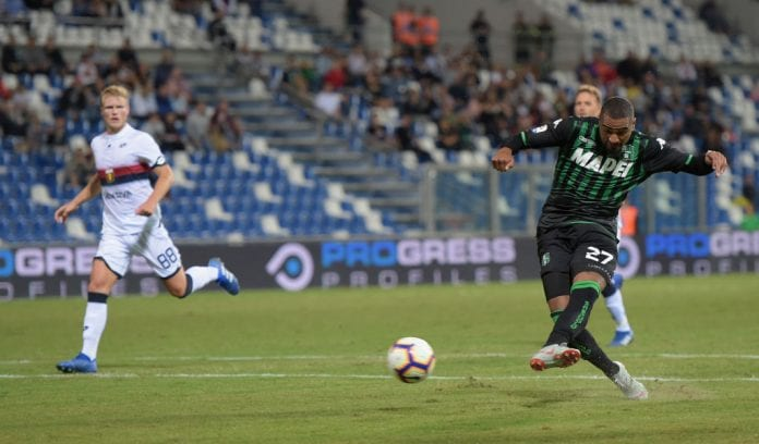 REGGIO NELL'EMILIA, ITALY - SEPTEMBER 02: Kevin-Prince Boateng of US Sassuolo in action during the serie A match between US Sassuolo and Genoa CFC at Mapei Stadium - Citta' del Tricolore on September 2, 2018 in Reggio nell'Emilia, Italy. (Photo by Pier Marco Tacca/Getty Images)