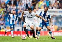 BARCELONA, SPAIN - AUGUST 26: Daniel Parejo (L) of Valencia CF controls the ball under pressure from Sergi Darder of RCD Espanyol during the La Liga match between RCD Espanyol and Valencia CF at RCDE Stadium on August 26, 2018 in Barcelona, Spain. (Photo by Alex Caparros/Getty Images)