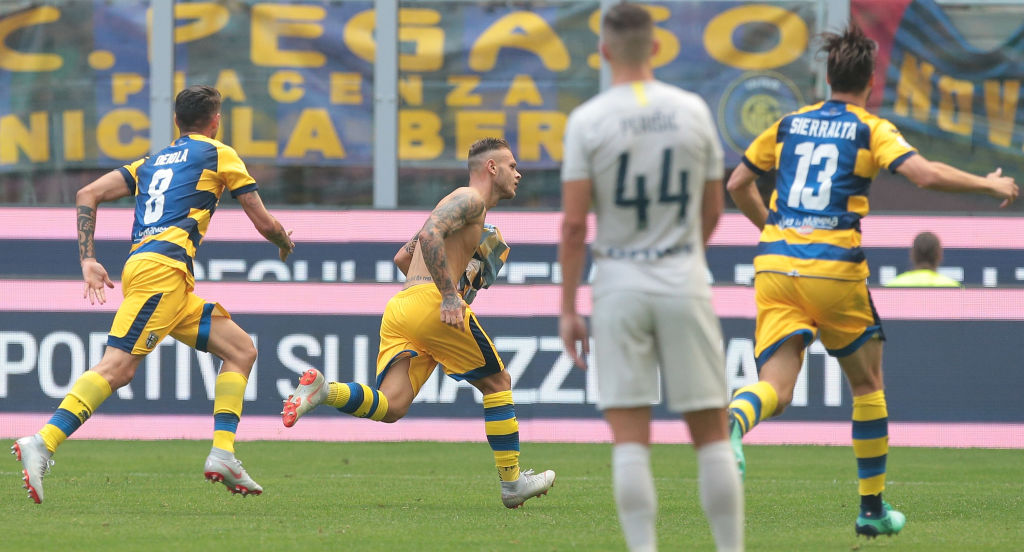 MILAN, ITALY - SEPTEMBER 15: Federico Dimarco (C) of Parma Calcio celebrates after scoring the opening goal during the serie A match between FC Internazionale and Parma Calcio at Stadio Giuseppe Meazza on September 15, 2018 in Milan, Italy. (Photo by Emilio Andreoli/Getty Images)