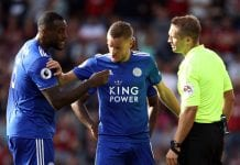 BOURNEMOUTH, ENGLAND - SEPTEMBER 15: Wes Morgan (l) and Jamie Vardy talk to referee Craig Pawson during the Premier League match between AFC Bournemouth and Leicester City at Vitality Stadium on September 15, 2018 in Bournemouth, United Kingdom. (Photo by Bryn Lennon/Getty Images,)