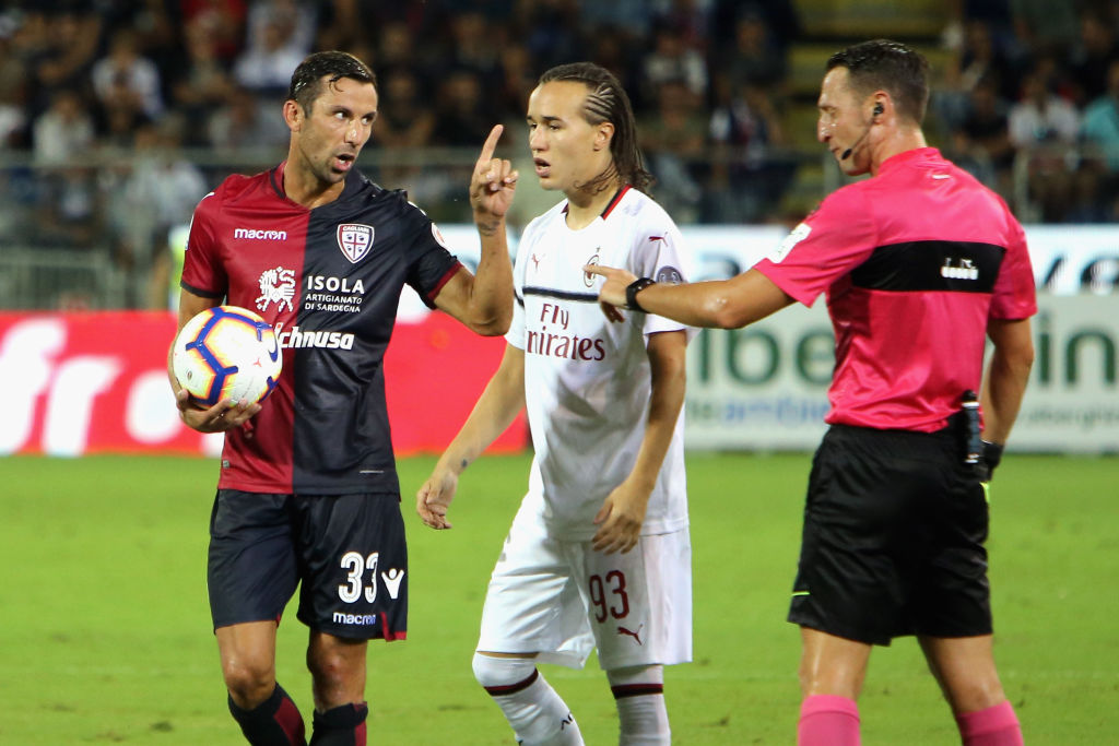 CAGLIARI, ITALY - SEPTEMBER 16: Darijo Srna of Cagliari reacts during the serie A match between Cagliari and AC Milan at Sardegna Arena on September 16, 2018 in Cagliari, Italy. (Photo by Enrico Locci/Getty Images)