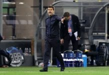 MILAN, ITALY - SEPTEMBER 18: Mauricio Pochettino, Manager of Tottenham Hotspur gives his team instructions during the Group B match of the UEFA Champions League between FC Internazionale and Tottenham Hotspur at San Siro Stadium on September 18, 2018 in Milan, Italy. (Photo by Dan Istitene/Getty Images)
