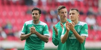 AUGSBURG, GERMANY - SEPTEMBER 22: Claudio Pizarro of Bremen thanks to the fans after the Bundesliga match between FC Augsburg and SV Werder Bremen at WWK-Arena on September 22, 2018 in Augsburg, Germany. (Photo by Christian Kaspar-Bartke/Bongarts/Getty Images)