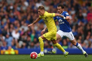 LIVERPOOL, ENGLAND - AUGUST 02: Samu Castillejo of Villarreal in action with Leighton Baines of Everton during the Duncan Ferguson Testimonial match between Everton and Villarreal at Goodison Park on August 2, 2015 in Liverpool, England. (Photo by Clive Brunskill/Getty Images)
