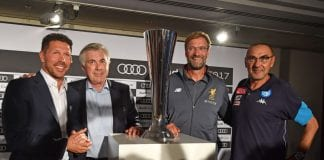 MUNICH, GERMANY - JULY 31: Diego Simeone, head coach of Atletico Madrid (L-R), head coach Carlo Ancelotti of FC Bayern Muenchen, Juergen Klopp head coach of Liverpool and Maurizio Sarri head coach of S.S.C. Napoli pose with the Audi Cup Trophy during the Audi Cup 2017 Press Conference at Westin Grand Hotel on July 31, 2017 in Munich, Germany. (Photo by Sebastian Widmann/Getty Images For AUDI)