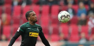 AUGSBURG, GERMANY - SEPTEMBER 01: Alassane Plea of Moenchengladbach in action during the Bundesliga match between FC Augsburg and Borussia Moenchengladbach at WWK-Arena on September 1, 2018 in Augsburg, Germany. (Photo by Christian Kaspar-Bartke/Bongarts/Getty Images)