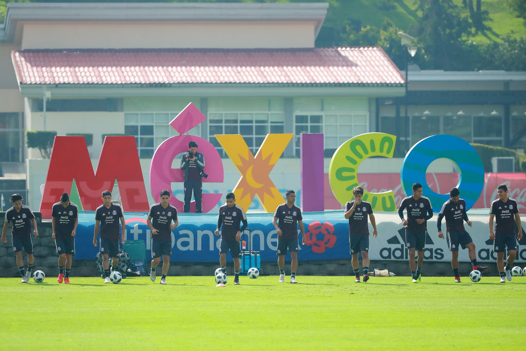 MEXICO CITY, MEXICO - SEPTEMBER 04: Players of Mexico warm up during Mexico National Team training session ahead of the international friendly match against Uruguay at CAR on September 4, 2018 in Mexico City, Mexico. (Photo by Hector Vivas/Getty Images)