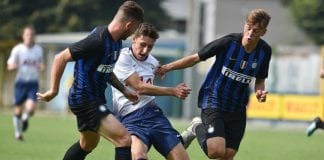 SESTO SAN GIOVANNI, ITALY - SEPTEMBER 18: Jack Roles (C) of Tottenham Hotspur is challenged by Niccolo Corrado (L) and Flor Van Den Eynden of Internazionale during the UEFA Youth League match between FC Internazionale and Tottenham Hotspur on September 18, 2018 in Sesto San Giovanni, Italy. (Photo by Tullio M. Puglia/Getty Images)