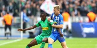 BERLIN, GERMANY - SEPTEMBER 22: Denis Zakaria of Borussia Monchengladbach is challenged by Arne Maier of Hertha BSC during the Bundesliga match between Hertha BSC and Borussia Moenchengladbach at Olympiastadion on September 22, 2018 in Berlin, Germany. (Photo by Martin Rose/Bongarts/Getty Images)