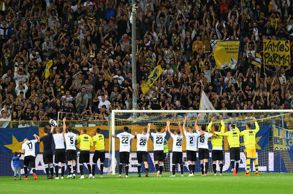 PARMA, ITALY - SEPTEMBER 30: Parma Calcio players celebrate the victory after the Serie A match between Parma Calcio and Empoli at Stadio Ennio Tardini on September 30, 2018 in Parma, Italy. (Photo by Alessandro Sabattini/Getty Images)