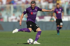 FLORENCE, ITALY - SEPTEMBER 30: Jordan Veretout of ACF Fiorentina controls the ball during the Serie A match between ACF Fiorentina and Atalanta BC at Stadio Artemio Franchi on September 30, 2018 in Florence, Italy. (Photo by Gabriele Maltinti/Getty Images)