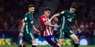 MADRID, SPAIN - APRIL 22: Angel Martin Correa (2ndL) of Atletico de Madrid competes for the ball with Marc Bartra (R) of Real Betis Balompie during the La Liga match between Club Atletico Madrid and Real Betis Balompie at Estadio Wanda Metropolitano on April 22, 2018 in Madrid, Spain. (Photo by Gonzalo Arroyo Moreno/Getty Images)