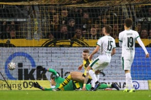 DORTMUND, GERMANY - DECEMBER 21: Marco Reus of Borussia Dortmund scores his side's second goal past Yann Sommer of Borussia Moenchengladbach during the Bundesliga match between Borussia Dortmund and Borussia Moenchengladbach at Signal Iduna Park on December 21, 2018 in Dortmund, Germany. (Photo by Dean Mouhtaropoulos/Bongarts/Getty Images)