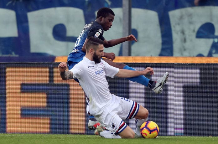 EMPOLI, ITALY - DECEMBER 22: Hamed Junior Traore' of Empoli FC battles for the ball with Lorenzo Tonelli of UC Sampdoria during the Serie A match between Empoli and UC Sampdoria at Stadio Carlo Castellani on December 22, 2018 in Empoli, Italy. (Photo by Gabriele Maltinti/Getty Images)