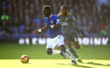 LIVERPOOL, ENGLAND - JANUARY 01: Idrissa Gueye of Everton is closed down by Ricardo Pereira of Leicester City during the Premier League match between Everton FC and Leicester City at Goodison Park on January 1, 2019 in Liverpool, United Kingdom. (Photo by Clive Brunskill/Getty Images)