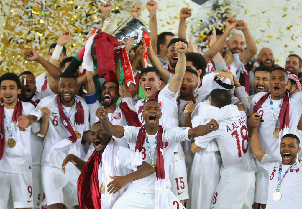 ABU DHABI, UNITED ARAB EMIRATES - FEBRUARY 01: Players of Qatar lifts the AFC Asian Cup trophy following their victory during the AFC Asian Cup final match between Japan and Qatar at Zayed Sports City Stadium on February 1, 2019 in Abu Dhabi, United Arab Emirates. (Photo by Francois Nel/Getty Images)