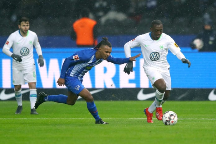 BERLIN, GERMANY - FEBRUARY 02: Jerome Roussillon of VfL Wolfsburg is challenged by Valentino Lazaro of Hertha BSC during the Bundesliga match between Hertha BSC and VfL Wolfsburg at Olympiastadion on February 2, 2019 in Berlin, Germany. (Photo by Martin Rose/Bongarts/Getty Images)