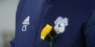 CARDIFF, WALES - FEBRUARY 02: Neil Warnock, Manager of Cardiff City wears a daffodil on his jacket as a tribute to Emiliano Sala prior to the Premier League match between Cardiff City and AFC Bournemouth at Cardiff City Stadium on February 2, 2019 in Cardiff, United Kingdom. (Photo by Warren Little/Getty Images)