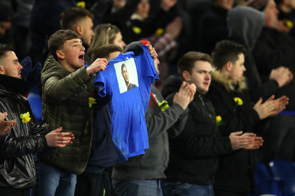 CARDIFF, WALES - FEBRUARY 02: A fan holds up a shirt with showing their respects towards Emiliano Sala during the Premier League match between Cardiff City and AFC Bournemouth at Cardiff City Stadium on February 2, 2019 in Cardiff, United Kingdom. (Photo by Warren Little/Getty Images)