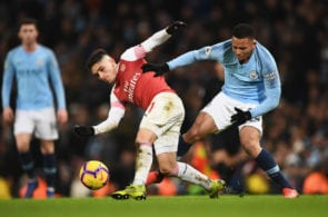 MANCHESTER, ENGLAND - FEBRUARY 03: Lucas Torreira of Arsenal evades Gabriel Jesus of Manchester City during the Premier League match between Manchester City and Arsenal FC at Etihad Stadium on February 3, 2019 in Manchester, United Kingdom. (Photo by Stu Forster/Getty Images)
