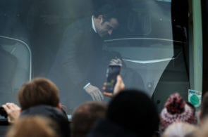 WATFORD, ENGLAND - FEBRUARY 09: Marco Silva manager of Everton steps from the team bus during the Premier League match between Watford FC and Everton FC at Vicarage Road on February 9, 2019 in Watford, United Kingdom. (Photo by Marc Atkins/Getty Images)