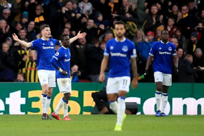 WATFORD, ENGLAND - FEBRUARY 09: Dejected Everton players during the Premier League match between Watford FC and Everton FC at Vicarage Road on February 9, 2019 in Watford, United Kingdom. (Photo by Marc Atkins/Getty Images)
