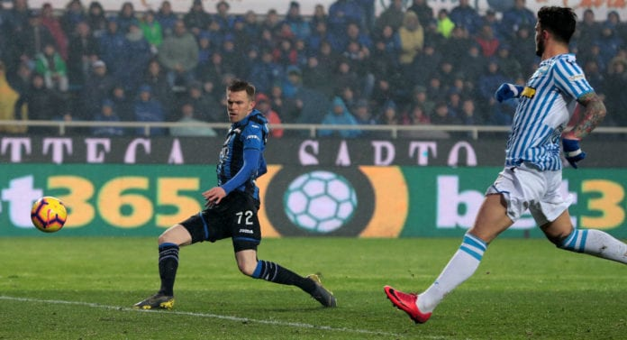 BERGAMO, ITALY - FEBRUARY 10: Josip Ilicic of Atalanta BC scores his goal during the Serie A match between Atalanta BC and SPAL at Stadio Atleti Azzurri d'Italia on February 10, 2019 in Bergamo, Italy. (Photo by Emilio Andreoli/Getty Images)