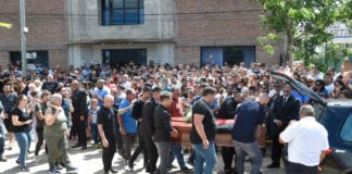 PROGRESO, ARGENTINA - FEBRUARY 16: Football player of Nantes Nicolas Pallois (R), Dario Sala (C) brother of Emiliano Sala and Horacio Sala (C-back) his father, along with other relatives and friends carry the coffin followed by Sala's mother Carina Mercedes Taffarel (L) after a vigil at Sala's boyhood club San Martin de Progreso on February 16, 2019 in Progreso, Argentina. 28-year-old striker was killed when the private plane carrying him from Nantes to Cardiff crashed in the English Channel near Alderney on January 21. Sala's body was recovered from the wreckage on February 6 and pilot David Ibbotson remains missing. (Photo by Gustavo Garello/Getty Images)