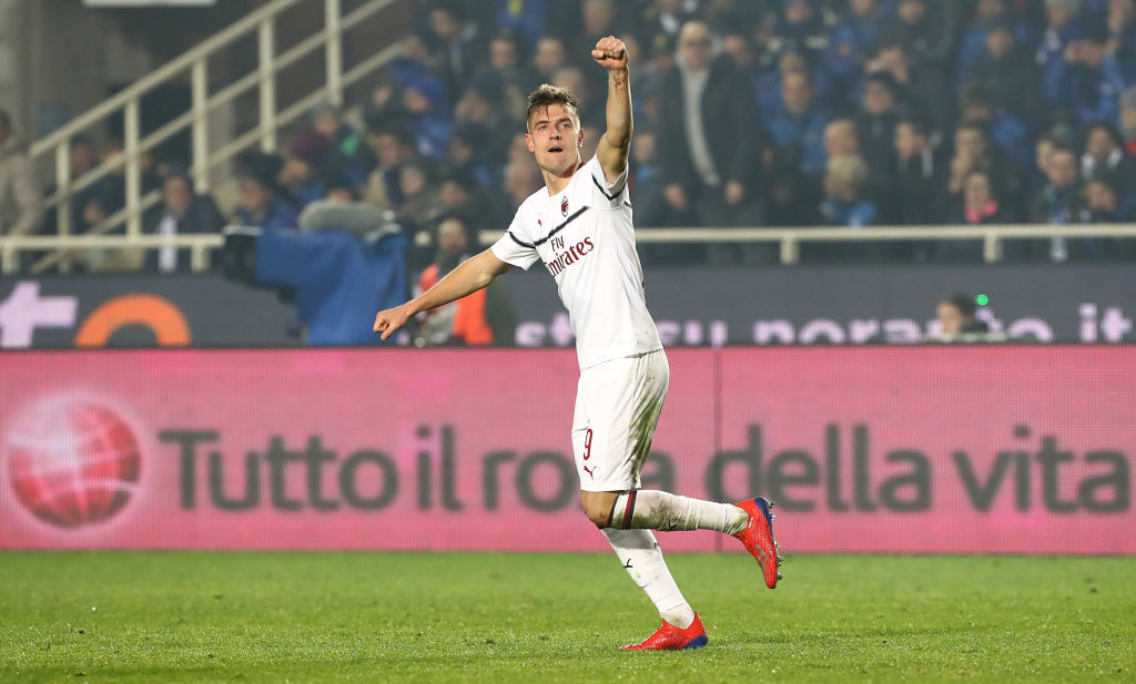 BERGAMO, ITALY - FEBRUARY 16: Krzysztof Piatek of AC Milan celebrates his second goal during the Serie A match between Atalanta BC and AC Milan at Stadio Atleti Azzurri d'Italia on February 16, 2019 in Bergamo, Italy. (Photo by Marco Luzzani/Getty Images)