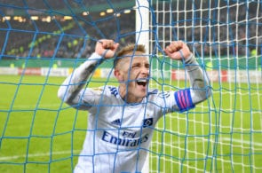 HAMBURG, GERMANY - FEBRUARY 05: Lewis Holtby of Hamburg celebrates during the DFB Cup match between Hamburger SV and 1. FC Nuernberg at Volksparkstadion on February 05, 2019 in Hamburg, Germany. (Photo by Stuart Franklin/Bongarts/Getty Images)