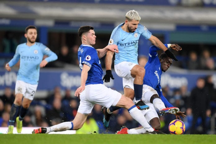 LIVERPOOL, ENGLAND - FEBRUARY 06: Michael Keane and Kurt Zouma of Everton tackle Sergio Aguero of Manchester City during the Premier League match between Everton FC and Manchester City at Goodison Park on February 06, 2019 in Liverpool, United Kingdom. (Photo by Laurence Griffiths/Getty Images)