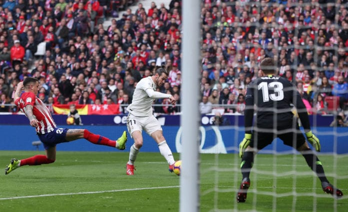 MADRID, SPAIN - FEBRUARY 09: Gareth Bale of Real Madrid scores his team's third goal past Jan Oblak of Atletico Madrid during the La Liga match between Club Atletico de Madrid and Real Madrid CF at Wanda Metropolitano on February 09, 2019 in Madrid, Spain. (Photo by Gonzalo Arroyo Moreno/Getty Images)